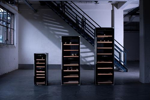 Drie wijnkasten